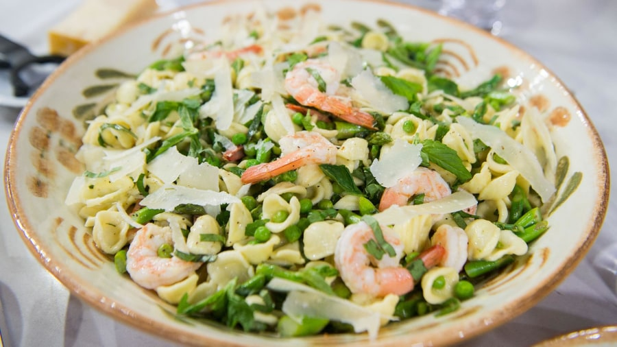 Pasta salad with shrimp and homemade vinaigrette: Perfect for spring