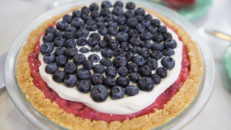 Make (but don't bake!) this red, white and blueberry pie