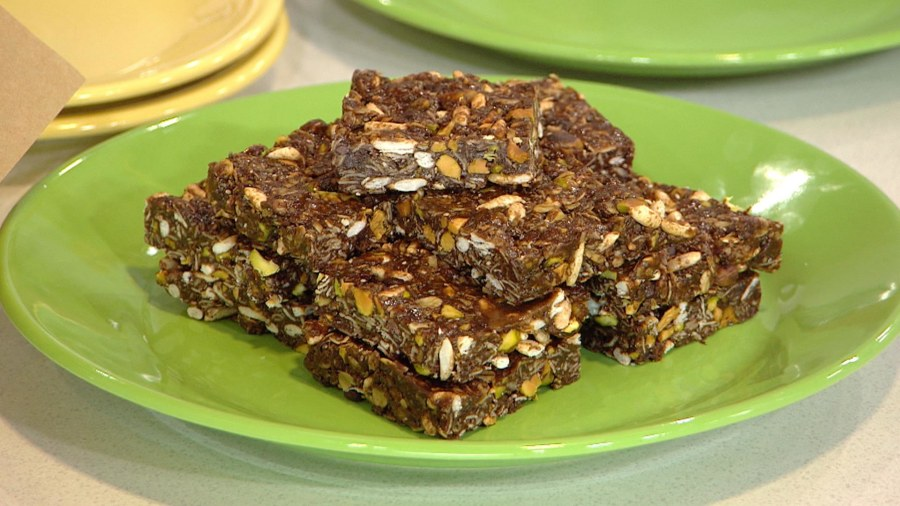 Pistachio chocolate granola bars, power popsicles: Make these healthy breakfast treats