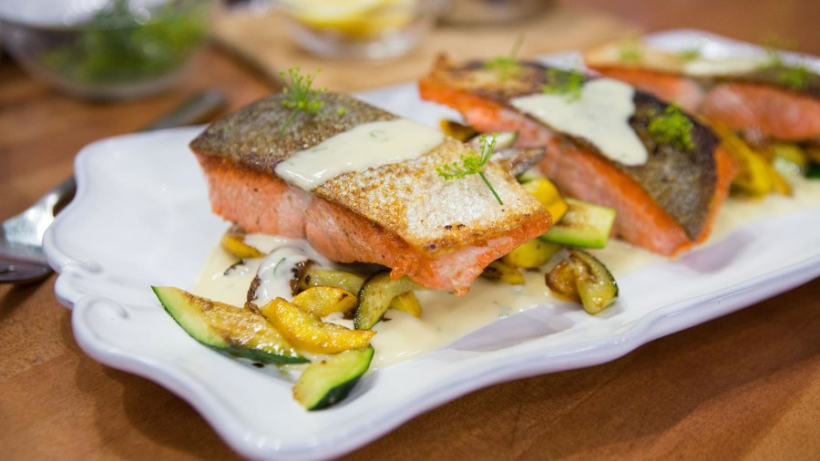 Make Salmon With Summer Squash And Dill Sauce It S Quick And Delicious