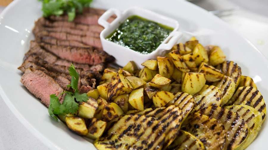 Steak and veggies with chimichurri: Make this zesty dinner in under 30 minutes