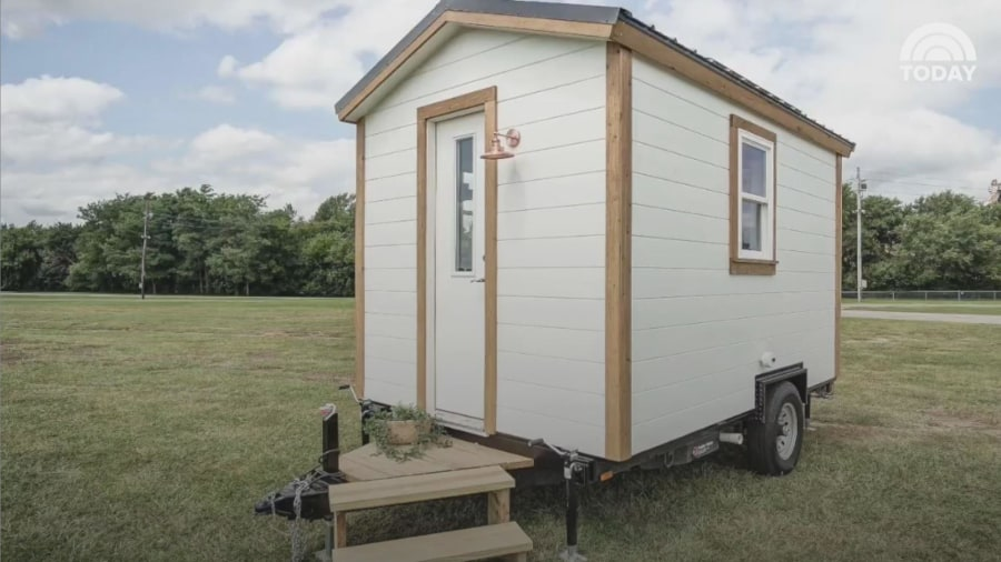 This tiny 39 nugget 39 home is only 100 square feet see for 100 sq ft tiny house