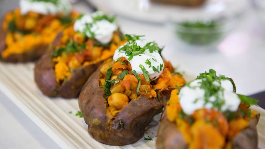 Chickpea chili in baked sweet potato: Get the hearty, healthy recipe