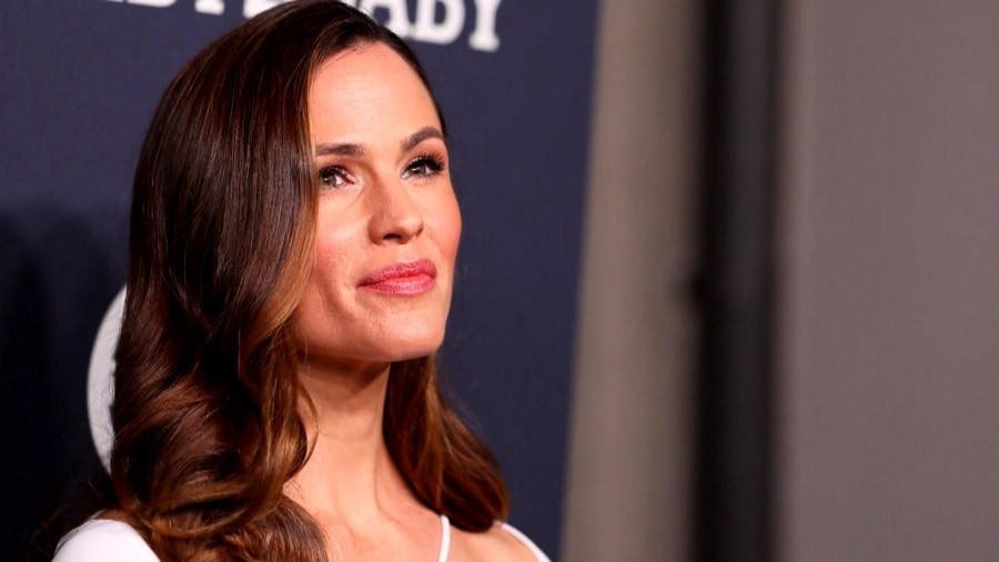 Jennifer Garner says she's 'not interested in dating' following Ben Affleck split