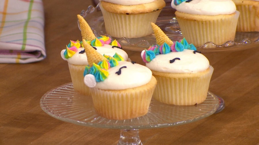 19-year-old YouTube star makes edible cookie dough, unicorn cupcakes