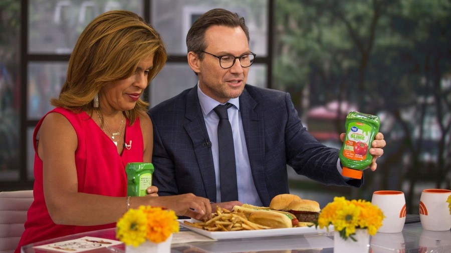 Hoda Kotb and Christian Slater try new slime sauce!