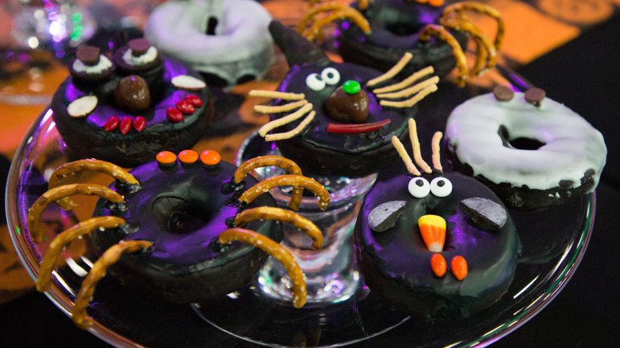 Last-minute Halloween treats: Make mummy pies and more
