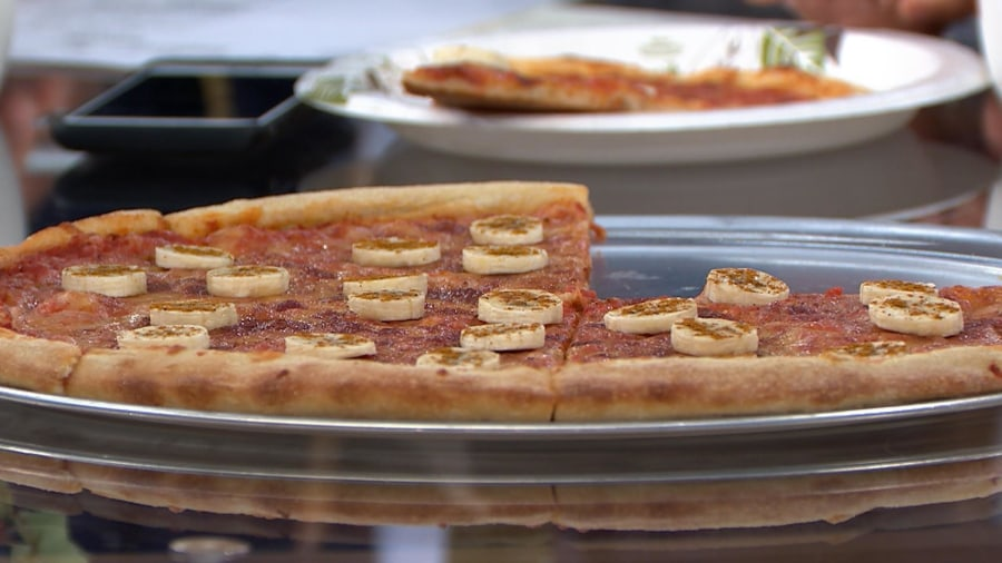 Banana on pizza?! TODAY anchors try Sweden's unusual combo