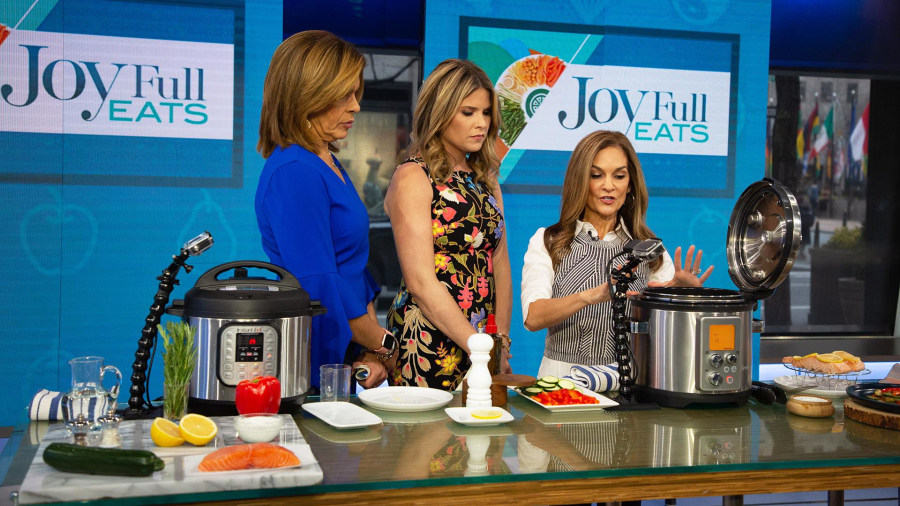 Joy Bauer shares her simple detox recipes