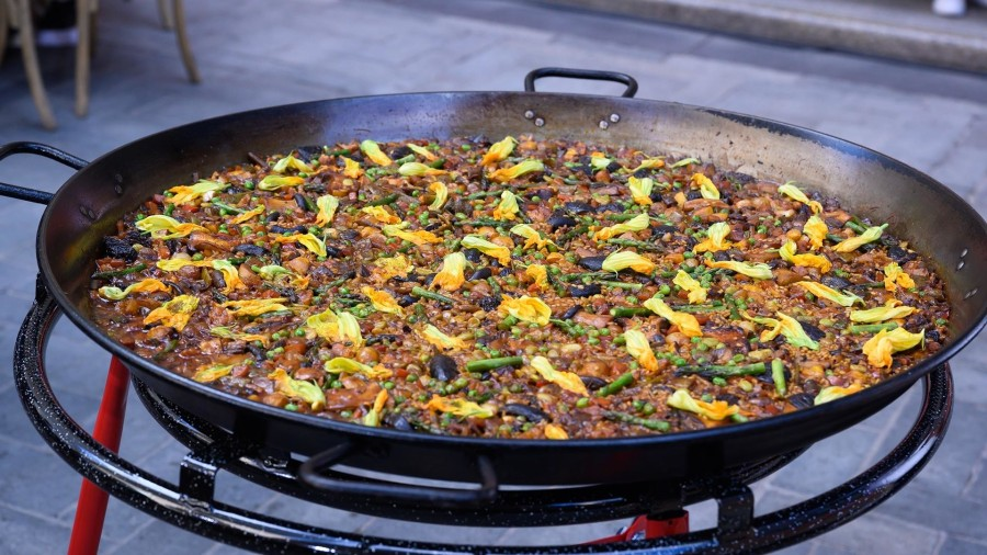 Jose Andres makes his go-to vegetable paella