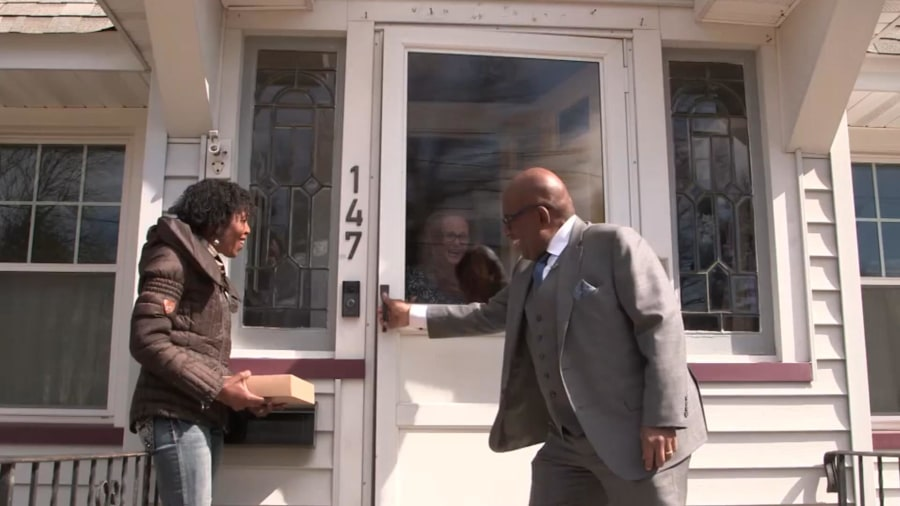 Al Roker surprises strangers who helped their neighbor through a tough time