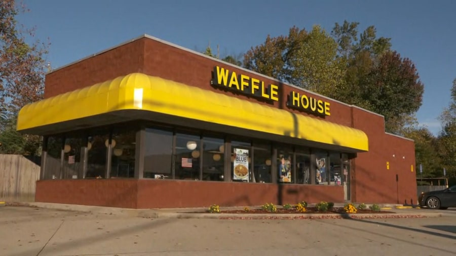 Lone Waffle House employee gets a helping hand from customers