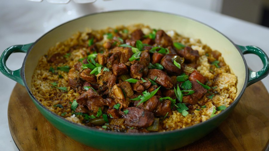 Louisiana chef Pat Darbonne teaches Hoda how to make jambalaya