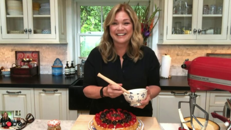 Valerie Bertinelli makes the perfect fruit tart