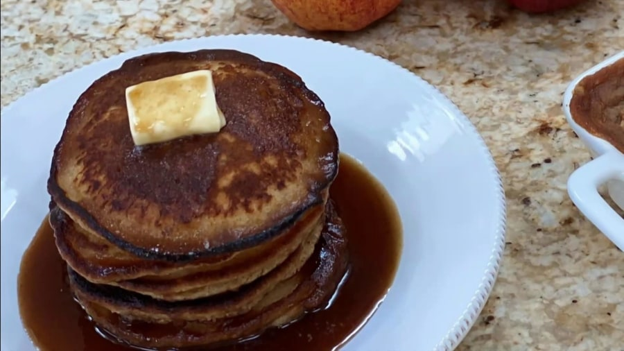 Sandra Lee makes applejack pancakes, applesauce granola crisp, sangria