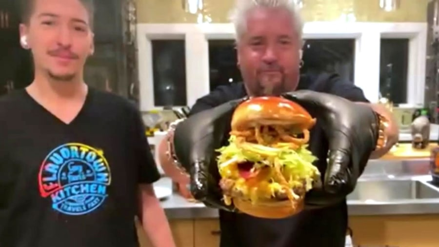 Guy Fieri makes his bacon mac and cheese burger