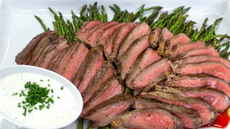 Make Broiled Steak And Asparagus For Dinner In 25 Minutes
