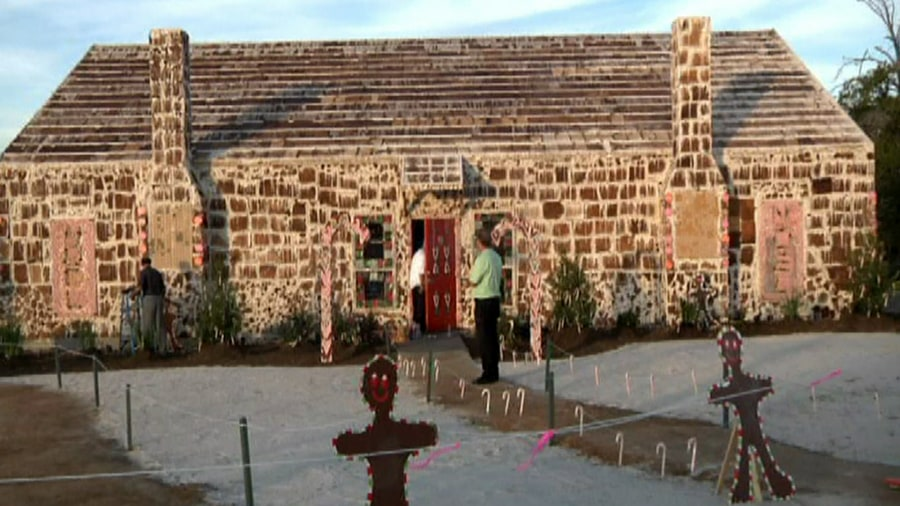 Biggest House In The World Pictures sweet! world's largest gingerbread house raises money for hospital