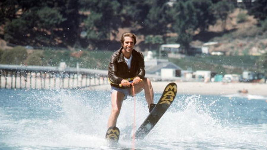 http://media4.s-nbcnews.com/j/streams/2012/November/121108/1C4669207-g-ent-121108-fonz-jump-shark.today-inline-vid-featured-desktop.jpg