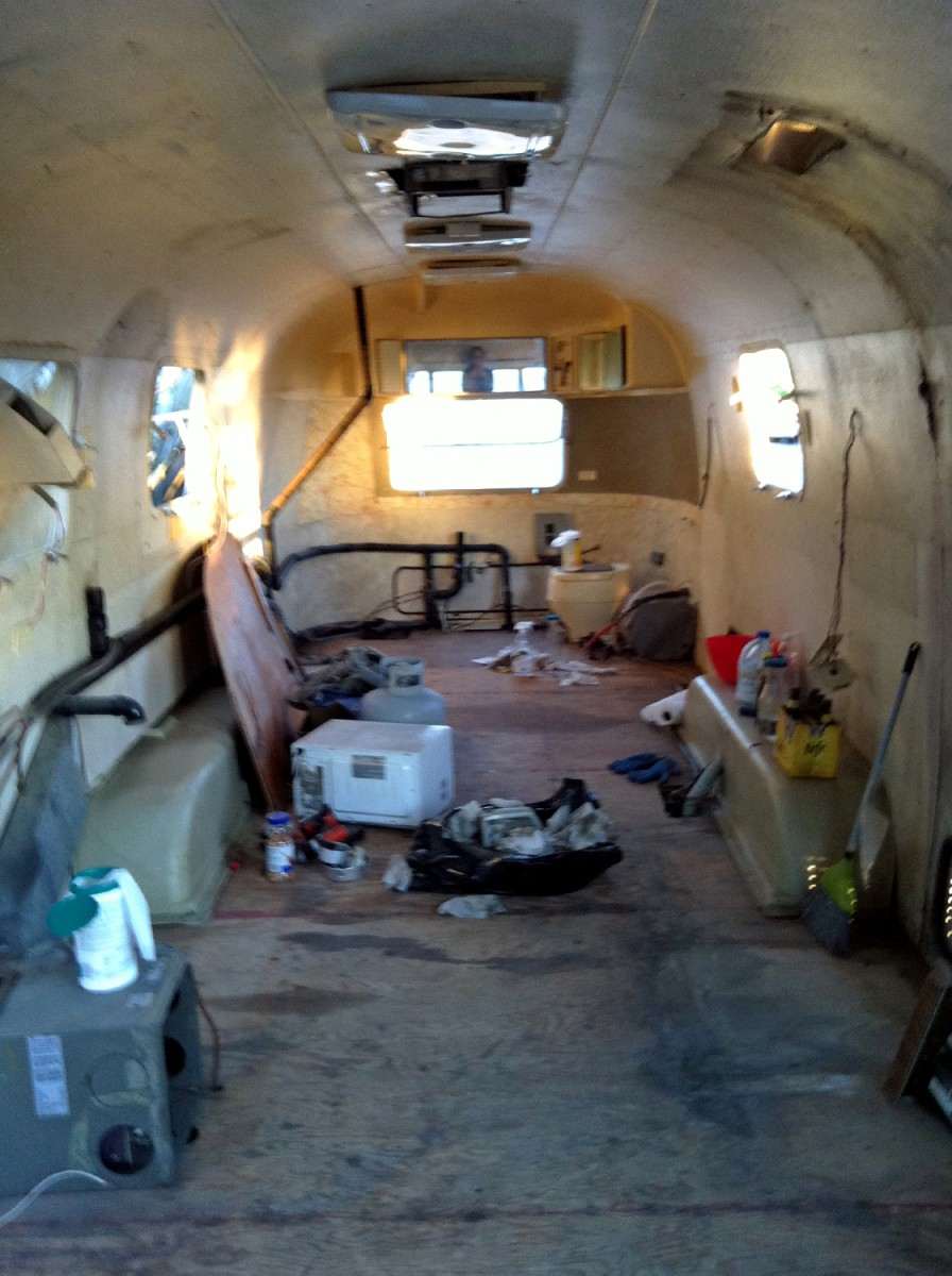 See Inside The Cozy 1976 Airstream Trailer A Father And