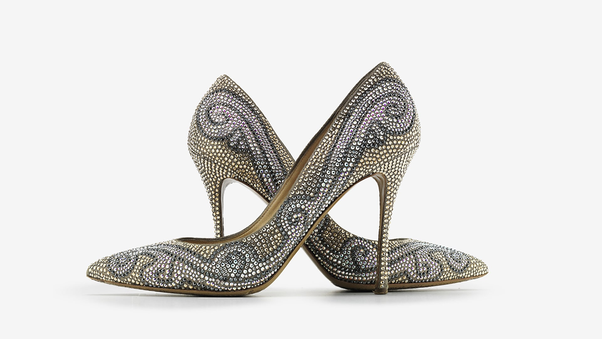 Christian Louboutin United States Online BoutiqueClient Service Mon-Sat· Free Standard Shipping· Free Returns· Online Personal ShoppersTypes: Shoes, Bags, Small Leather Goods.