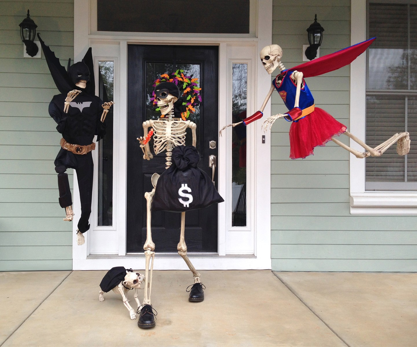 Couple Decorates House With Skeleton Scenes Today Com