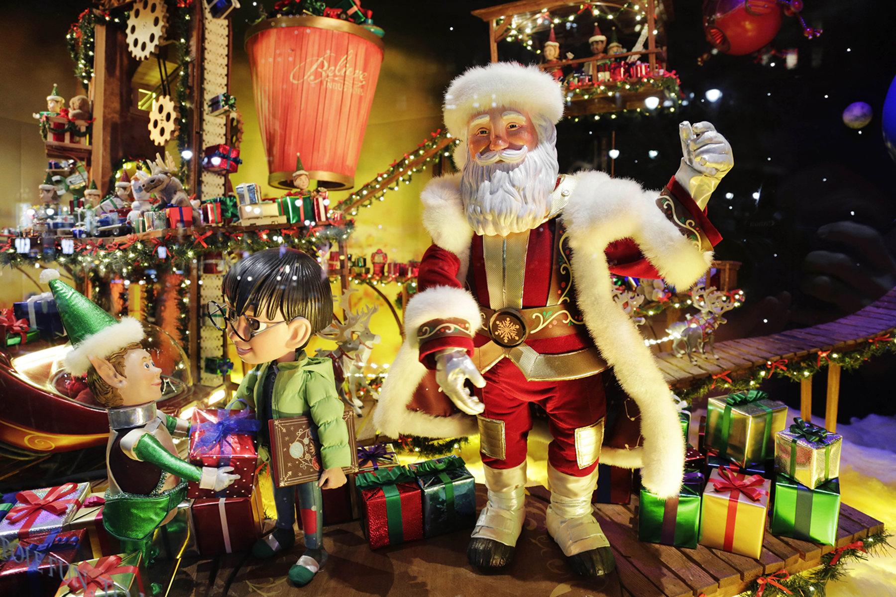 Imagini pentru santa claus in new york city