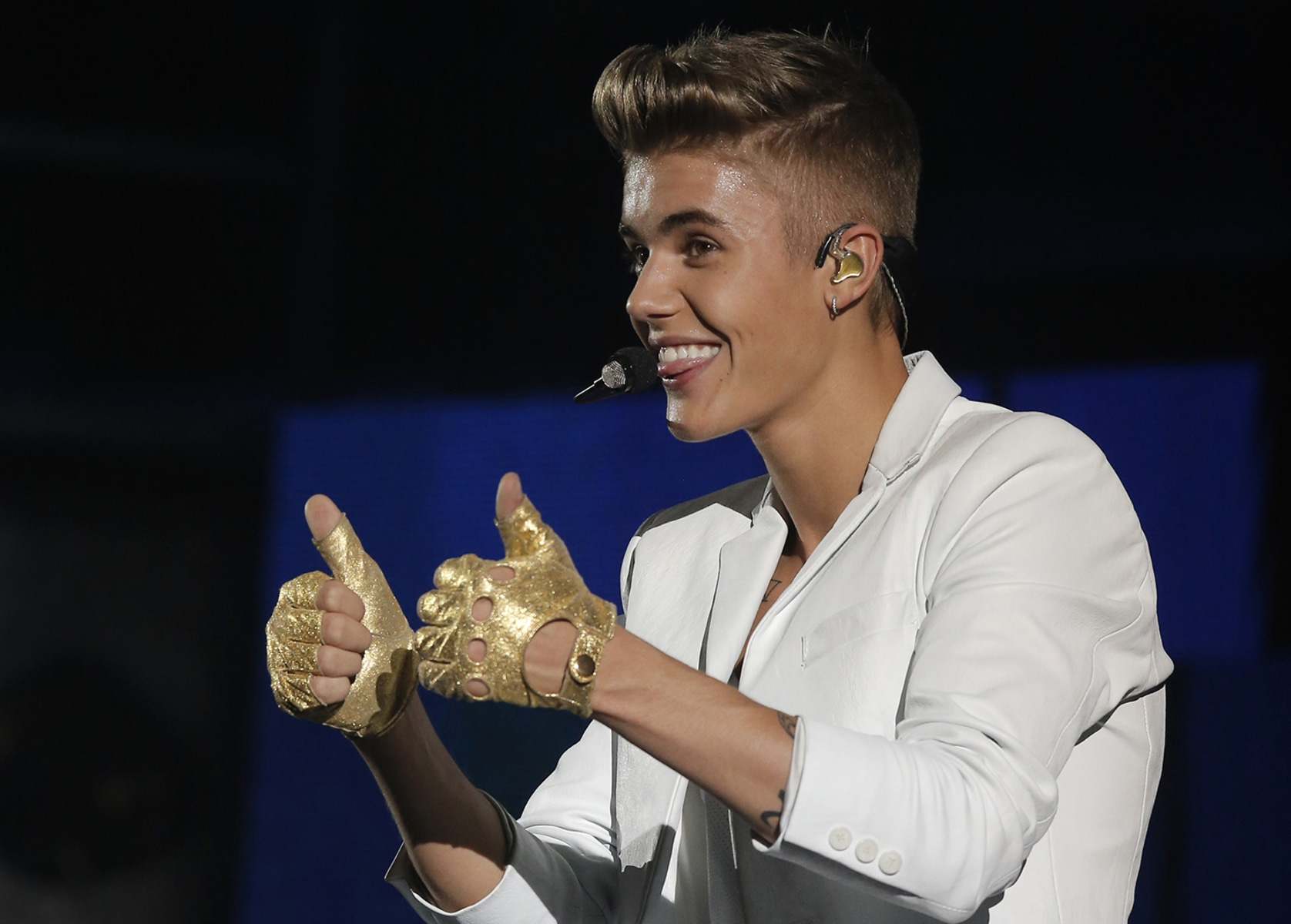 Justin Bieber Reacts to Shawn Mendes 'Liking' Hailey ...