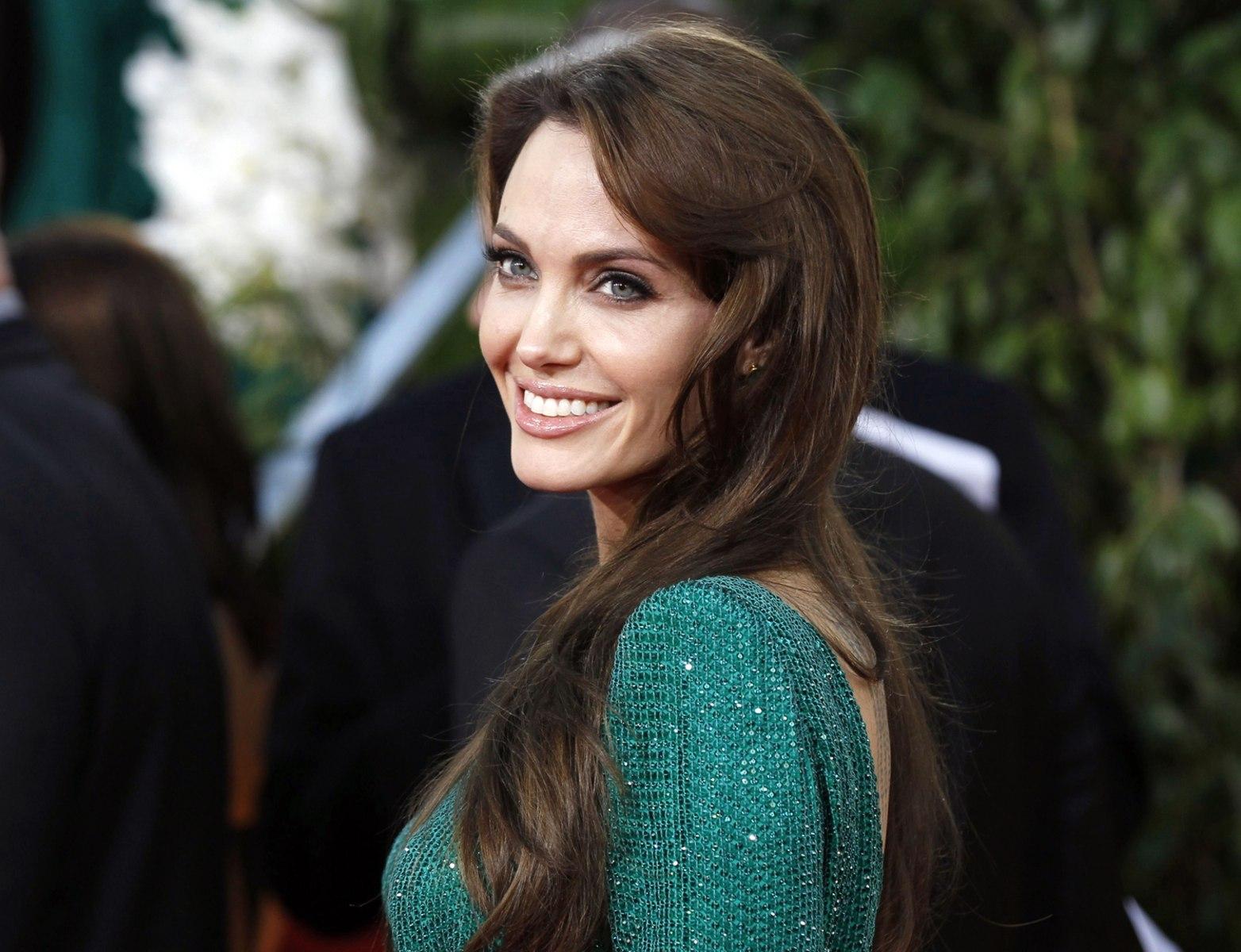 Angelina Jolie: Angelina Jolie, Brad Pitt To Team Up In 'By The Sea