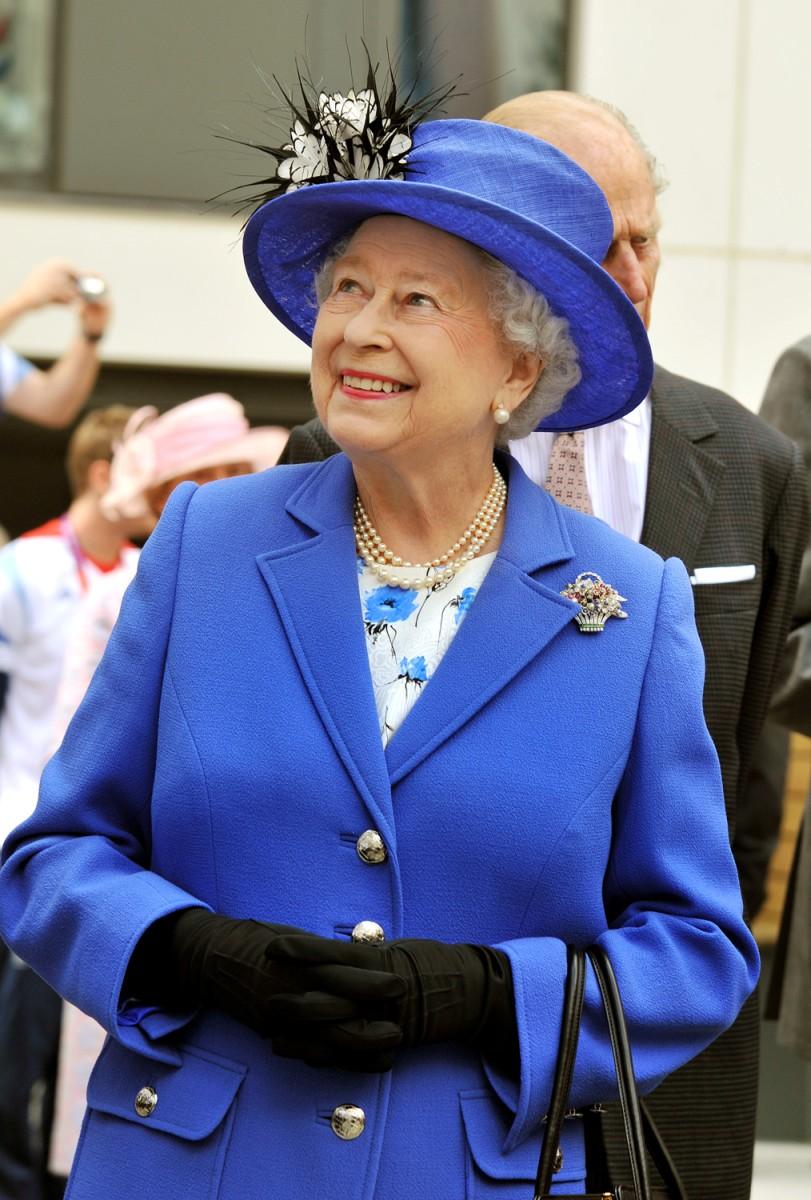 Queen S New Portrait Dubbed Hideous Like A Bloke