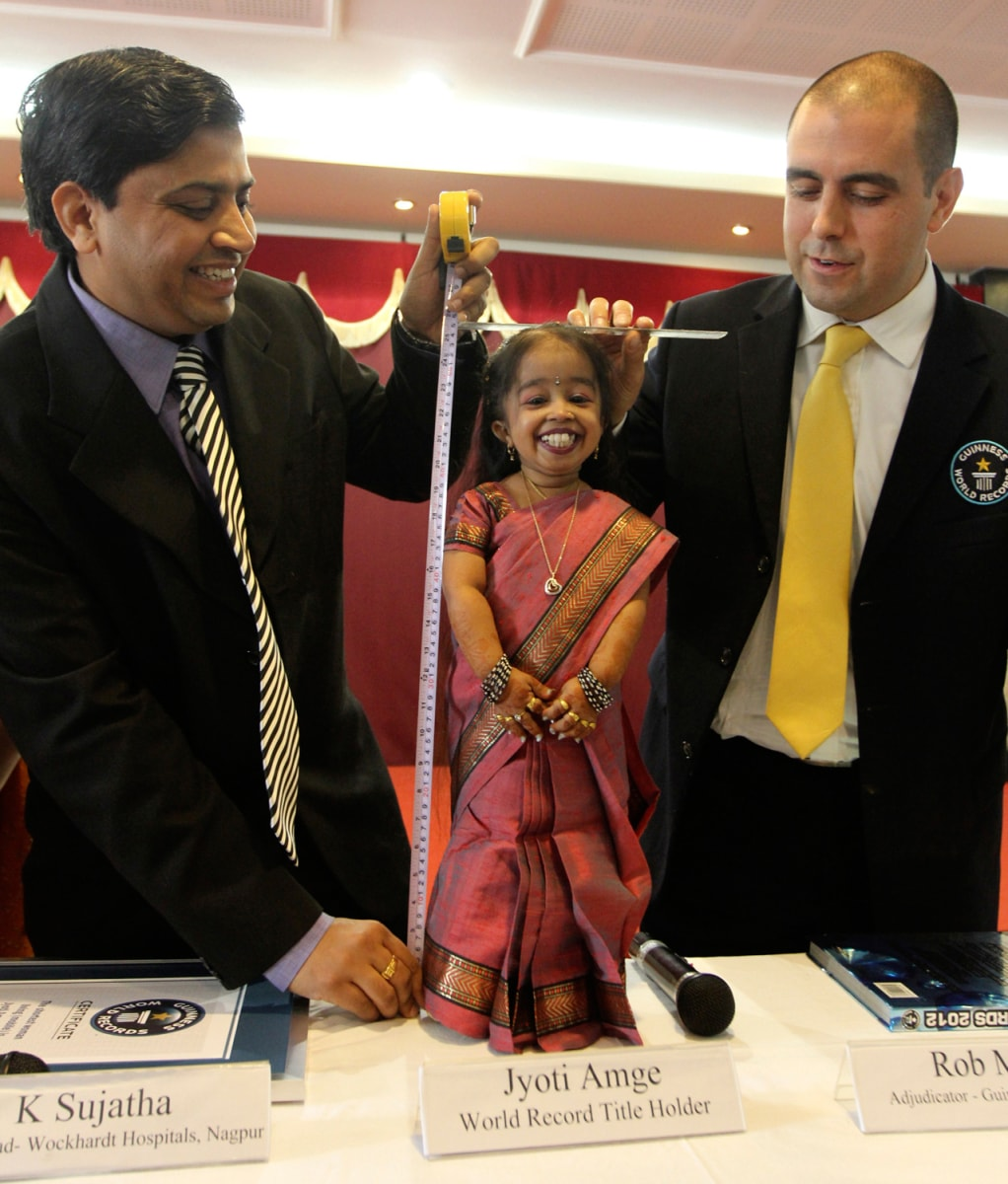 image the guinness world records adjudicator rob molloy and indian doctor k sujatha measure