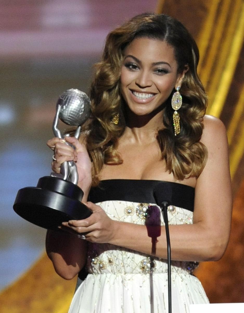 Beyonce dec. 9 2007 upskirt