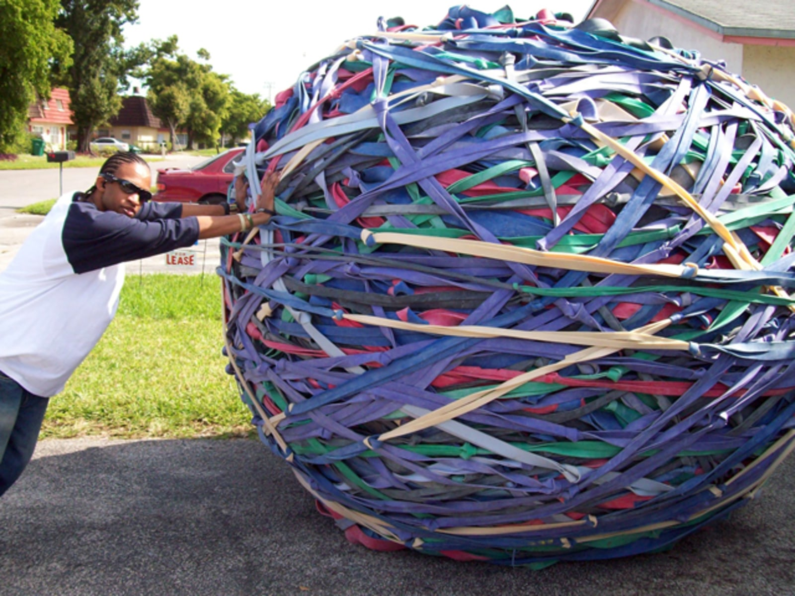 Image: World's largest rubber band ball