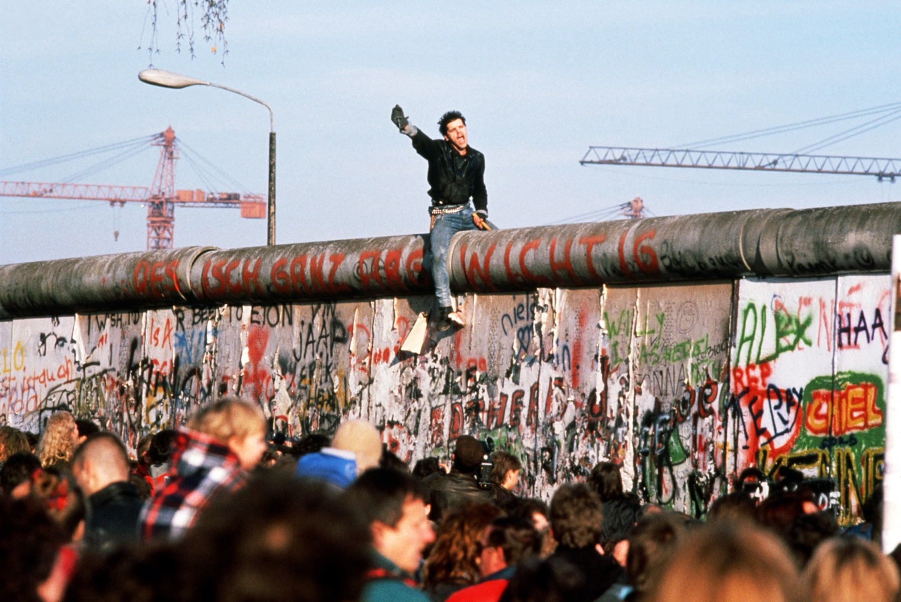 the rise of the berin wall The origins of the berlin wall documents 14 june 1948, cia report on effect of soviet restrictions on the us position in berlin 28 september 1948, consequences of.