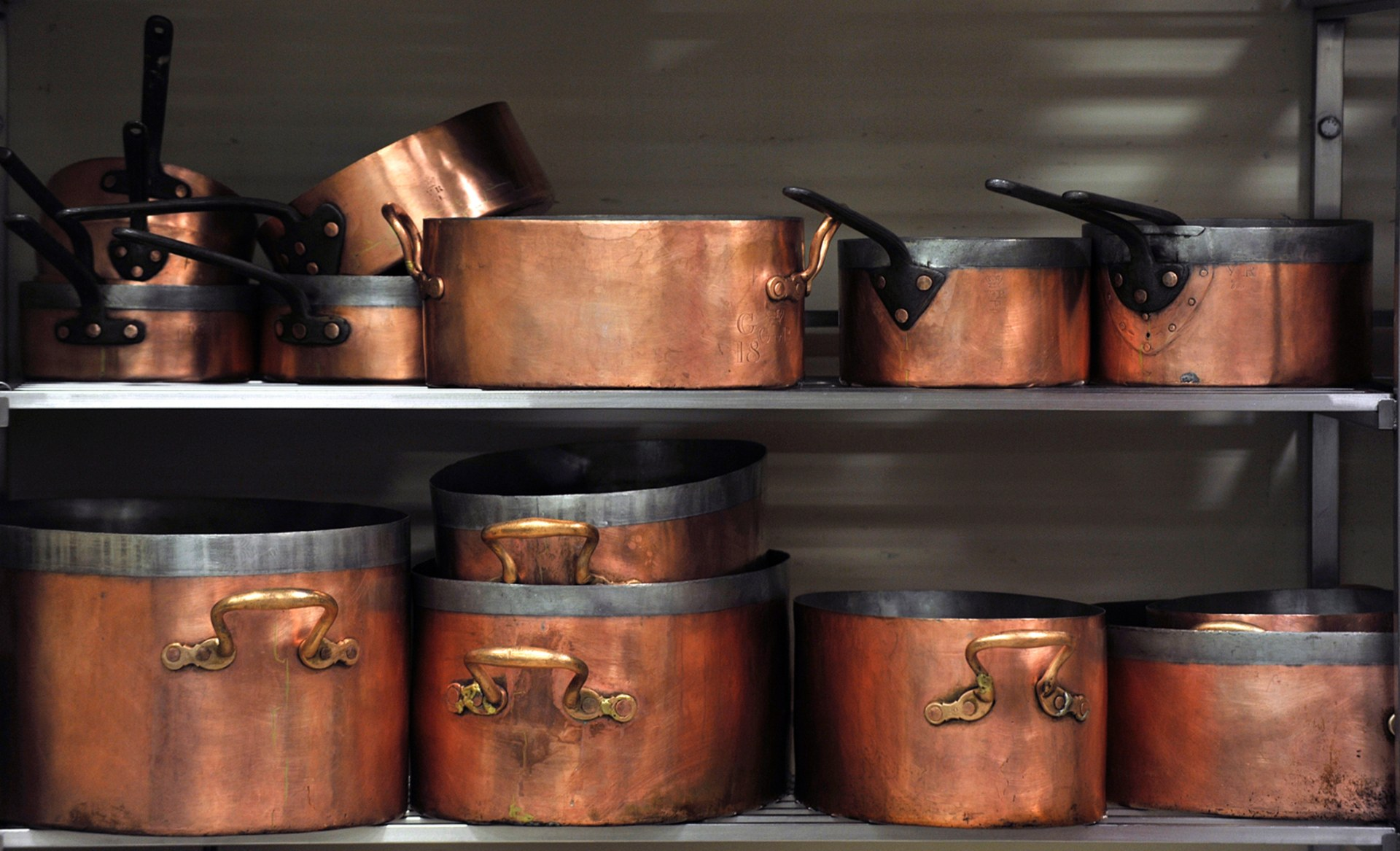 dating copper pots Antique copper price guide searchable appraisal guide to current market values for antique copper with iguide, you buy smarter and sell smarter you become an instant expert.