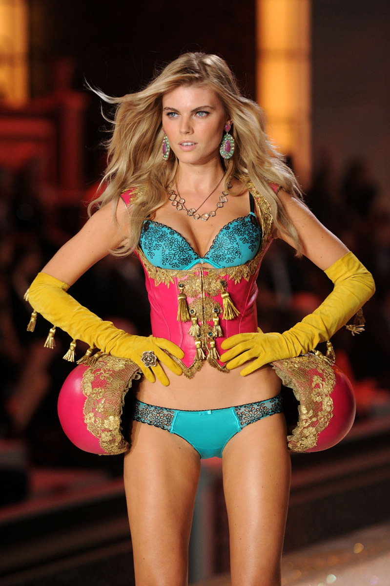 Victorias secret fashion show 2011 - Image 2011 Victoria S Secret Fashion Show Runway