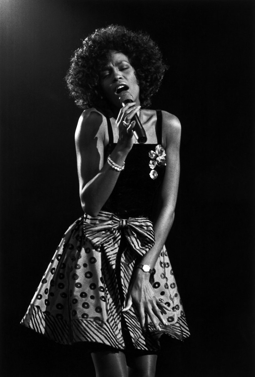 Whitney houston 39 s brother reflects on her super bowl for Top dance songs 1988