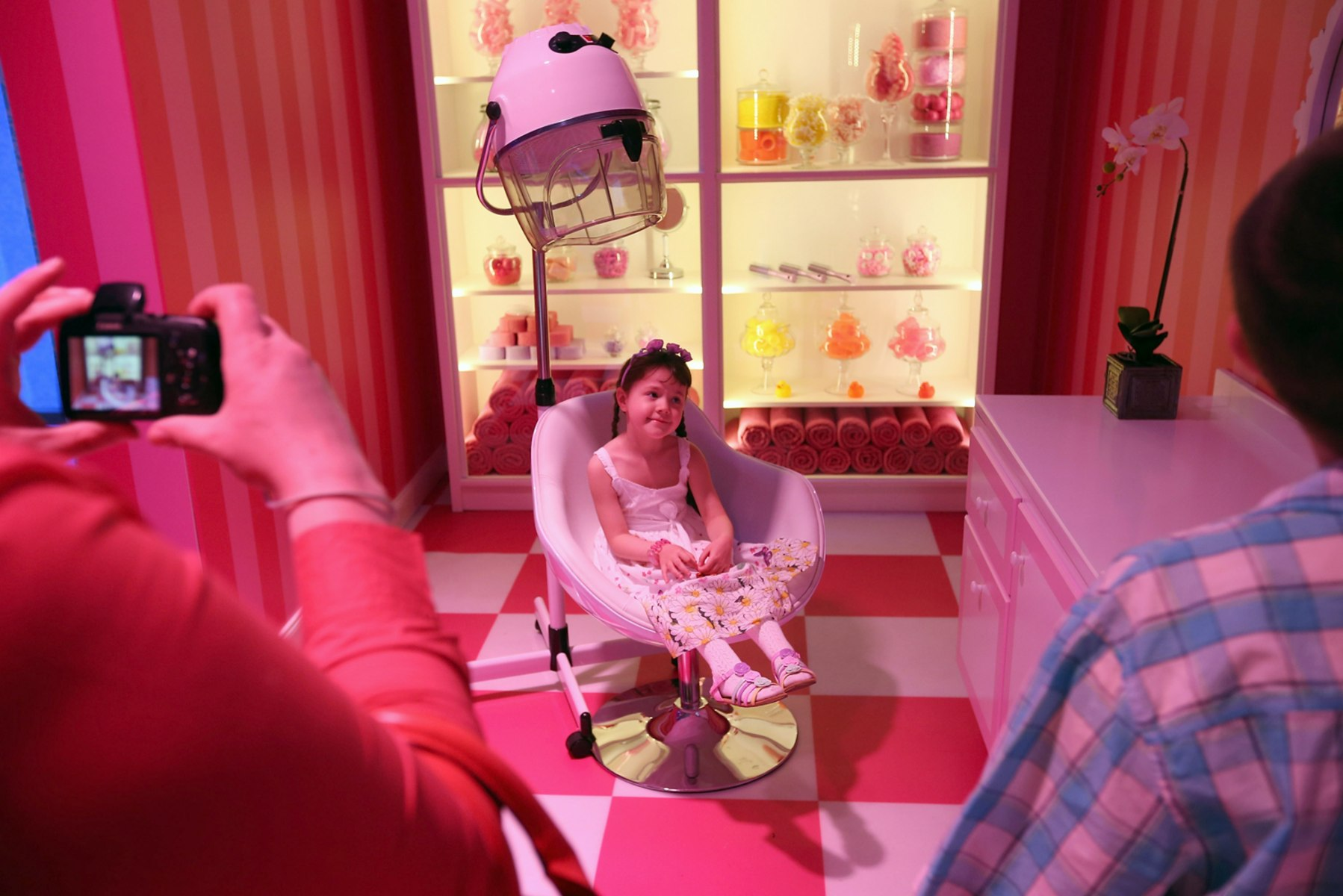 Image barbie dreamhouse experience opens in berlin