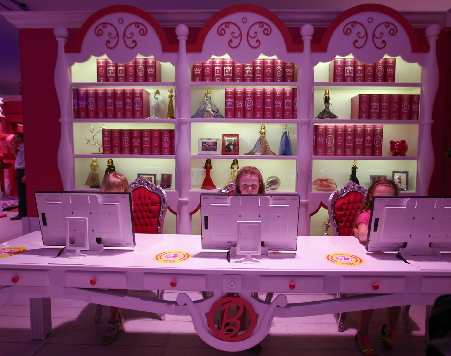 Barbie Bedroom In A Box: Barbie's Dreamhouse Now Life-size Reality In Florida