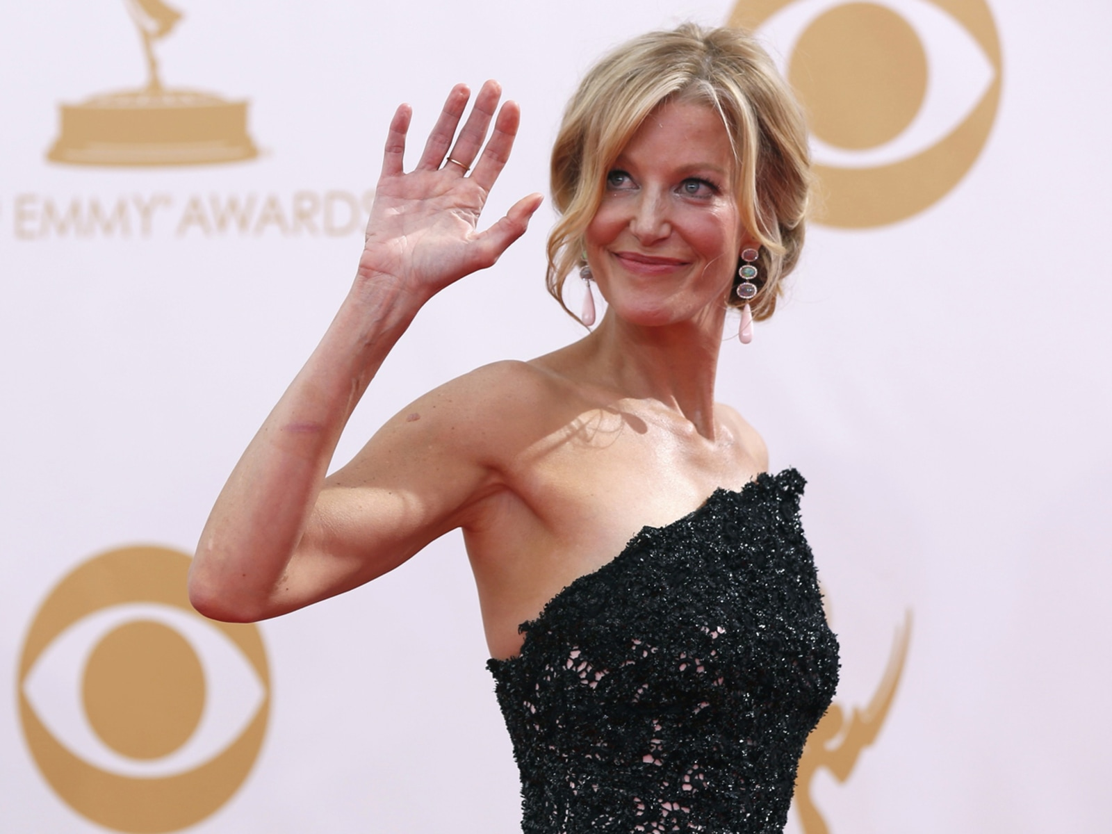 Image: Actress Anna Gunn waves as she arrives at the 65th Primetime Emmy Awards in Los Angeles