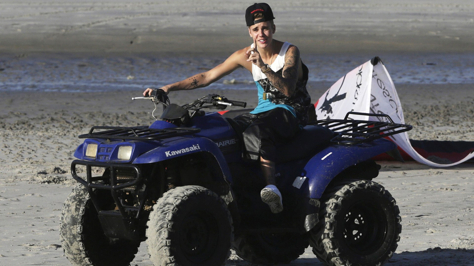 Image: Justin Bieber performs at beach as he takes a break in resort in Punta Chame on outskirts of Panama City