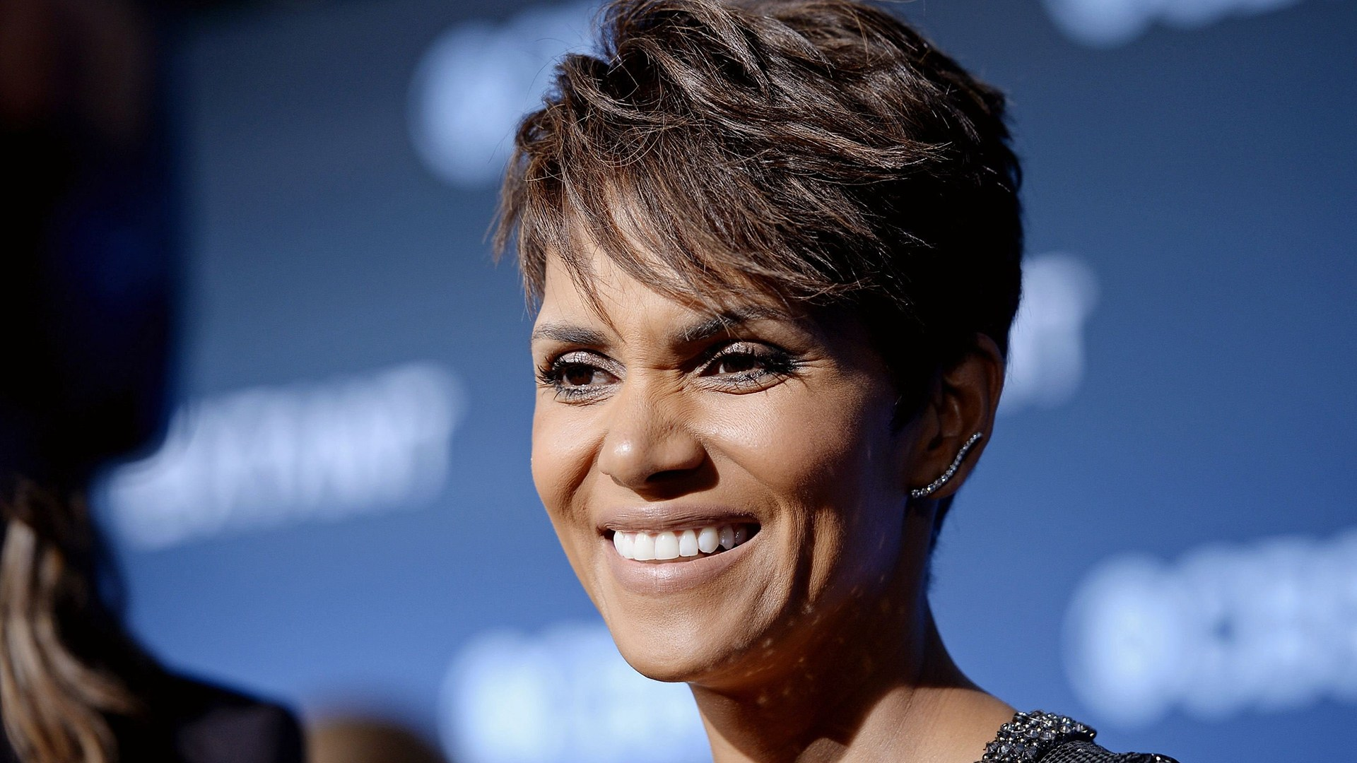 """Image: Cast member Halle Berry smiles during interview at premiere of TV series """"Extant"""" in Los Angeles"""