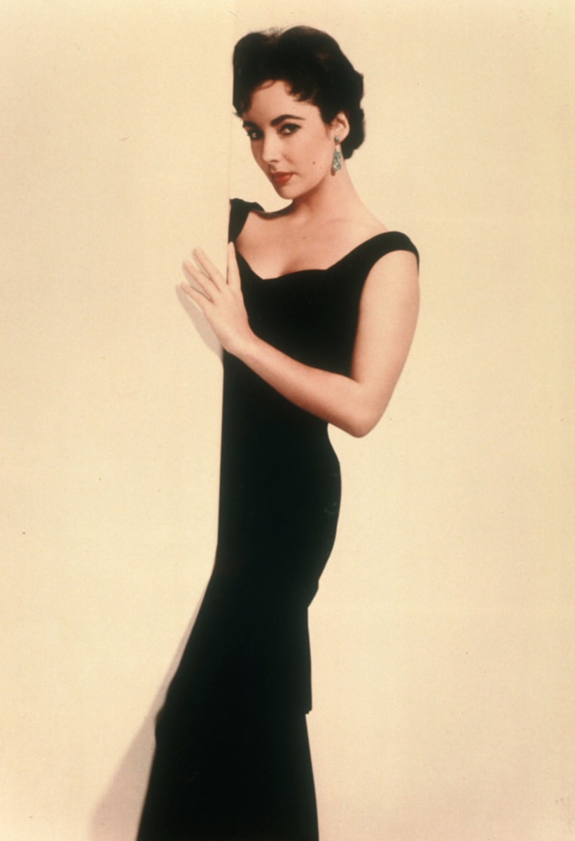 a history of the little black dress By a history of the little black dress christine rendon for dailymail is it white and gold or is it black and blue  and this custom has taken.