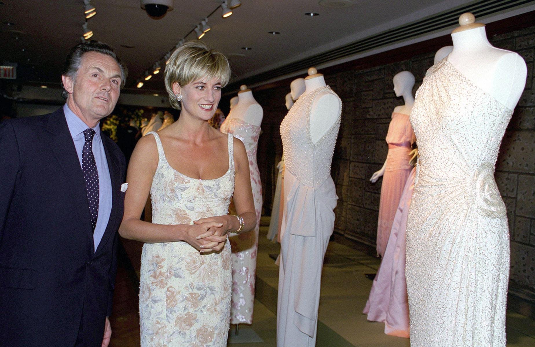 Znalezione obrazy dla zapytania princess diana dress auction