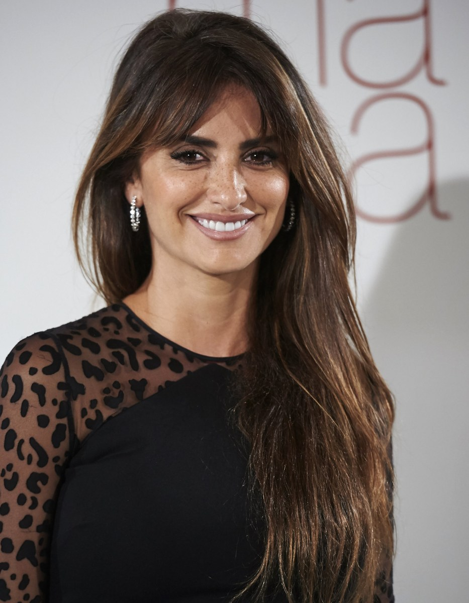 Penelope Cruz Side Swept Bangs Hairstyles | Dark Brown Hairs Penelope Cruz