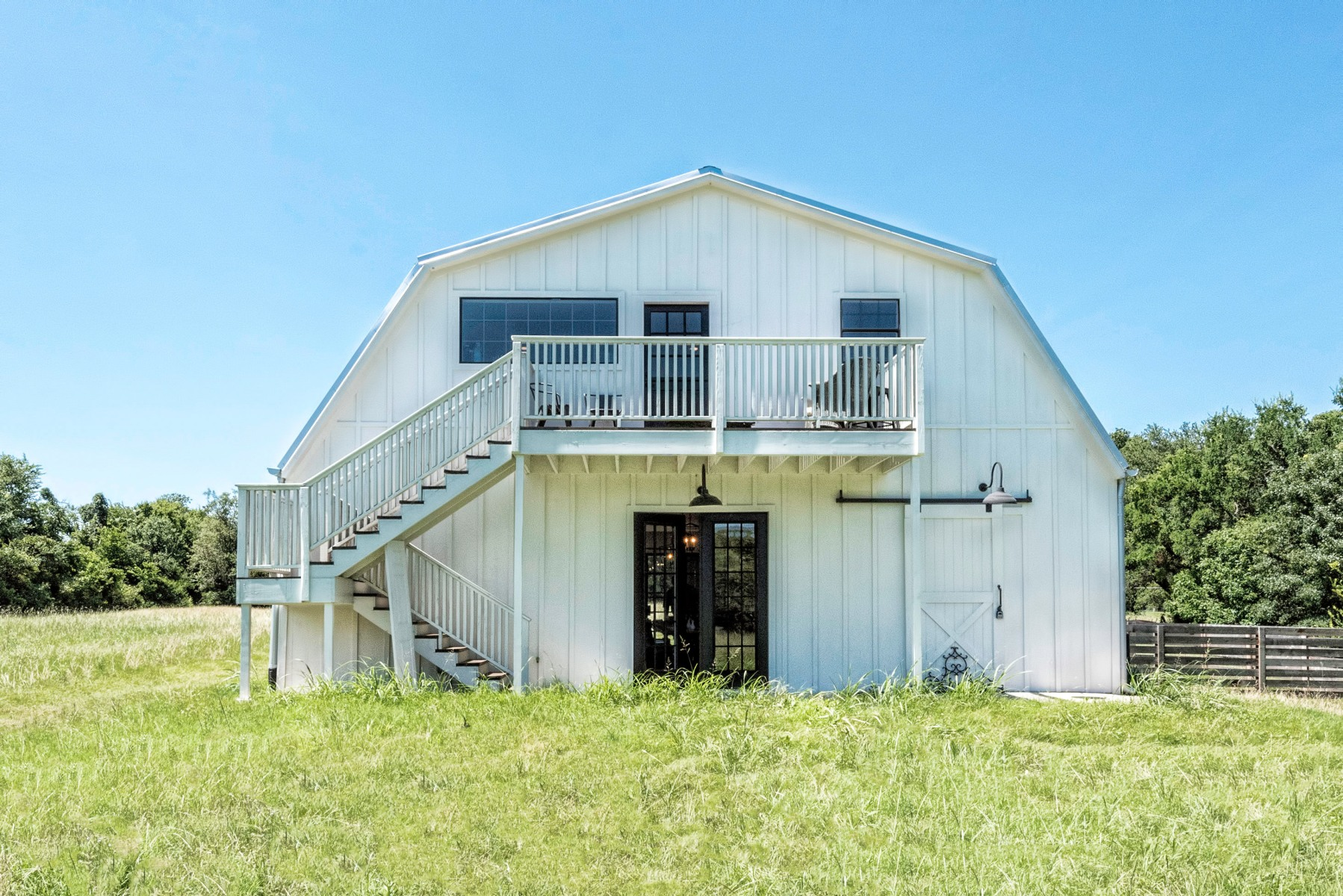 Tour the 39 barndominium 39 from 39 fixer upper 39 for Metal barn for sale