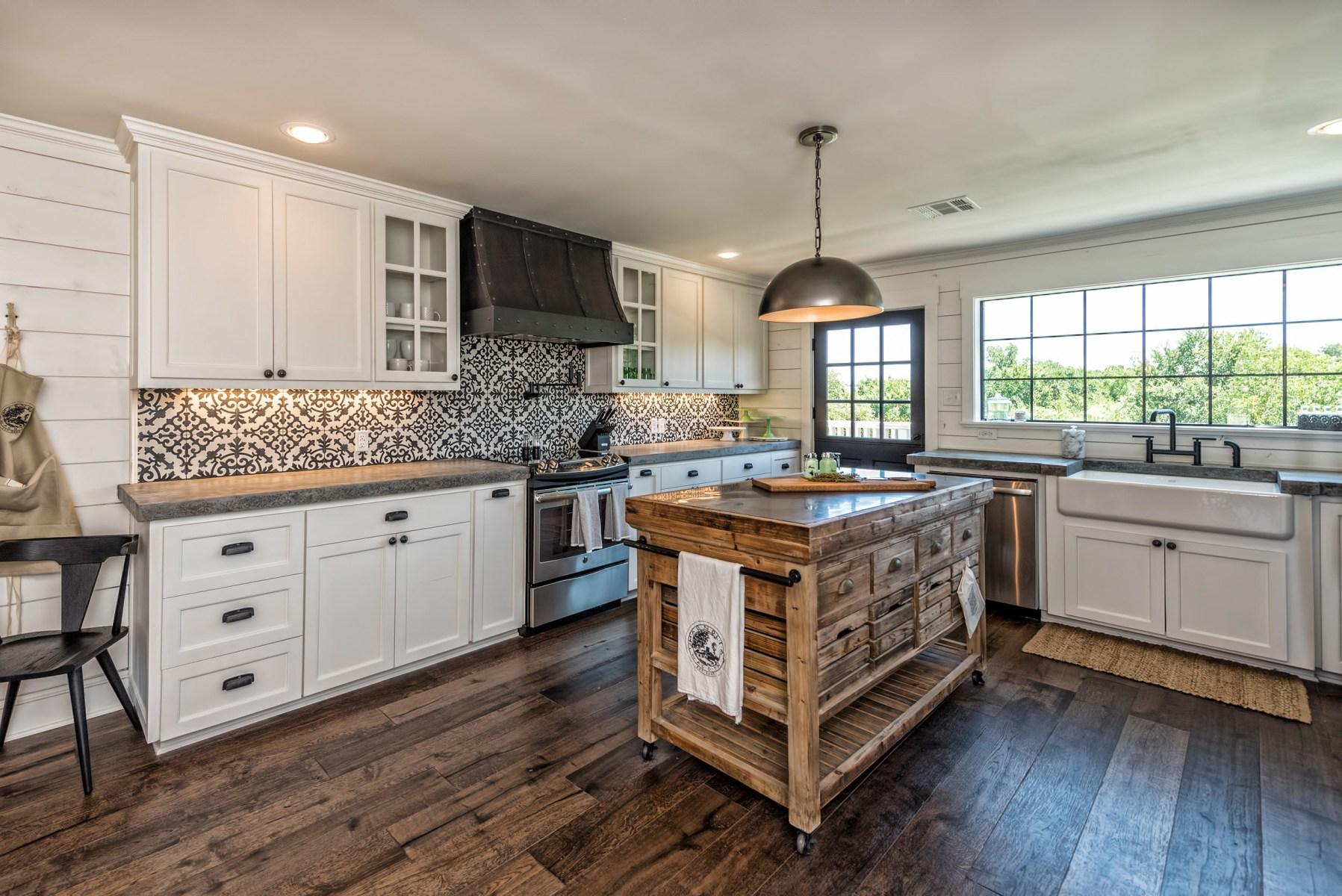 Fixer upper barndominium kitchen backsplash - Tour The Barndominium From Fixer Upper