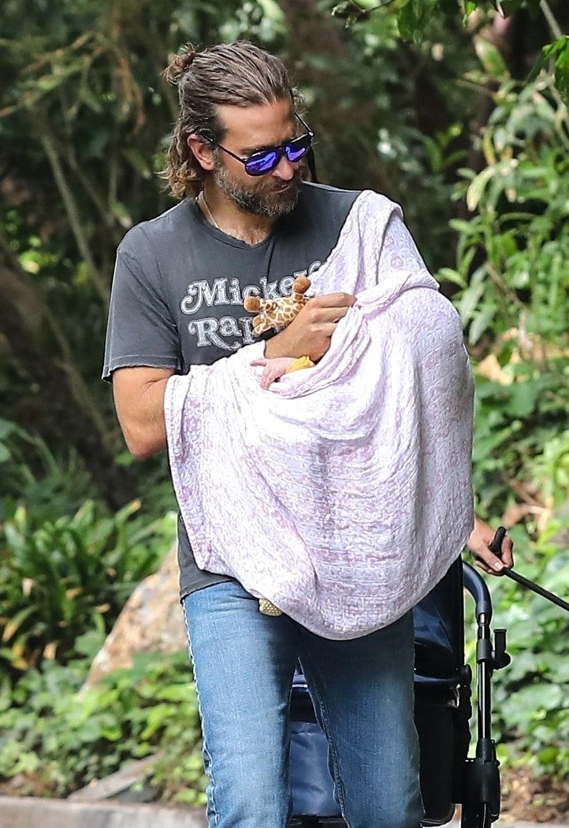 Bradley Cooper S Man Bun Is Back See The Look Today Com