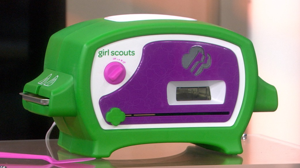 Girl Scouts Cookie Oven toy delights TODAY with fresh Thin ...