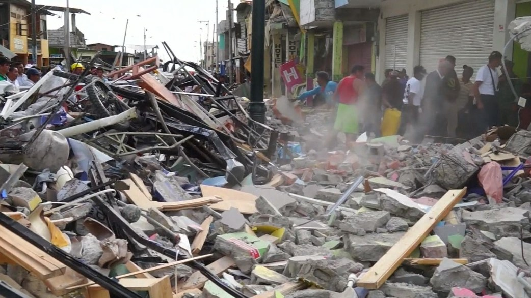 Ecuador earthquake death toll nears 300; 2500 injured ...
